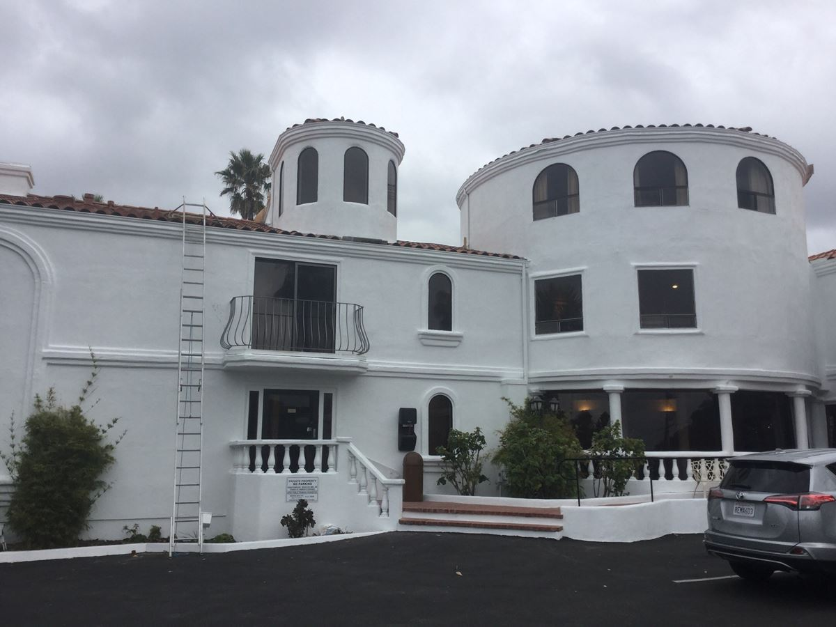 Exterior hotel painting morro bay ca cover